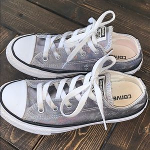 Girls Converse holographic silver gray 2